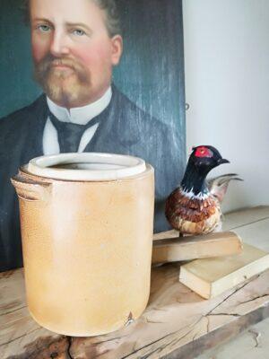 Oude Franse aardewerken pot