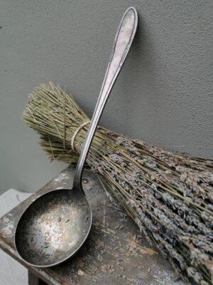Mooie oude zilveren -verzilverde soeplepel